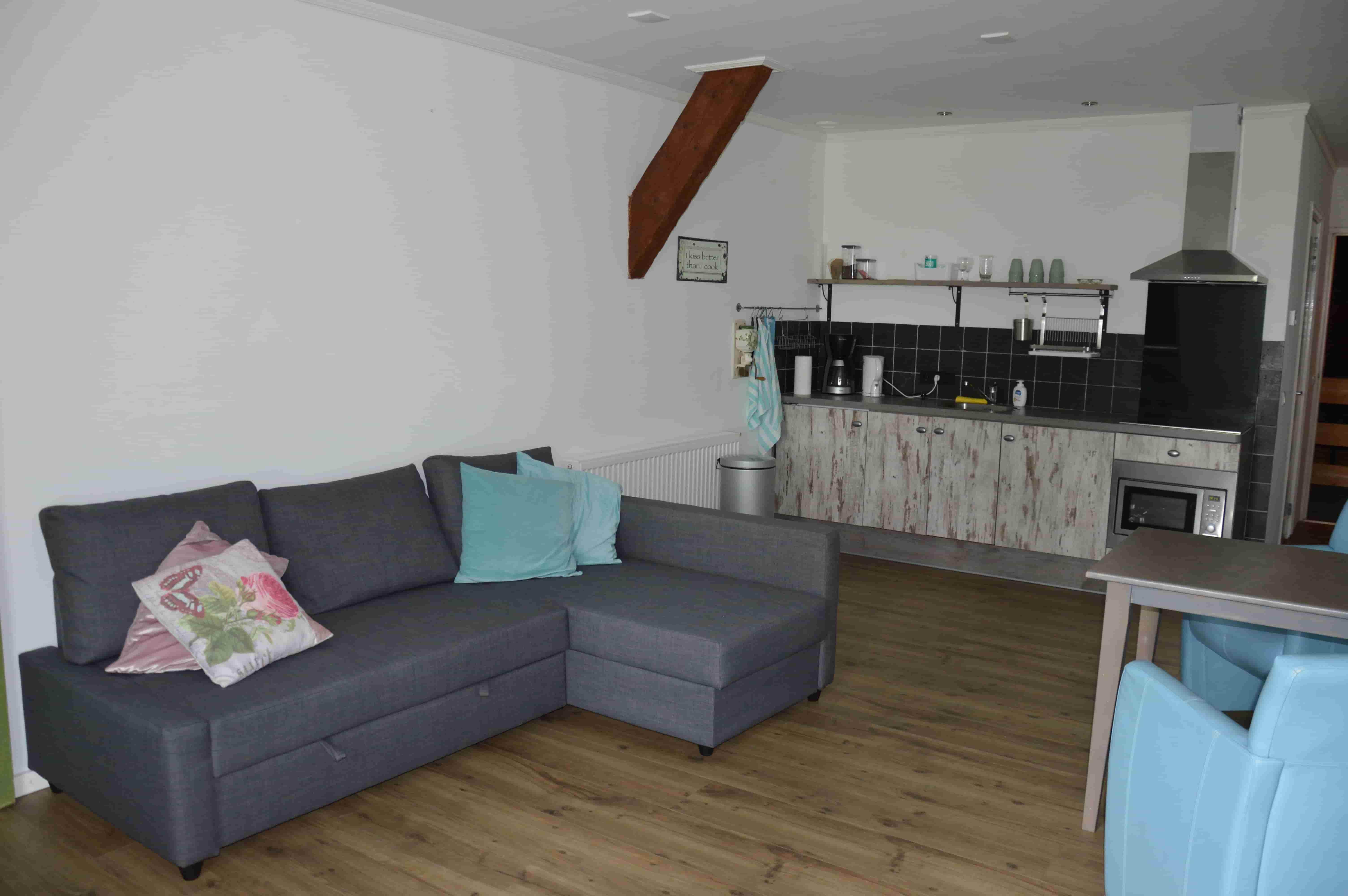 Bedstee_appartement_bed&_Breakfast_overnachten_all_inclusive_friesland_noord_nederland_woonkamer_slaapkamer