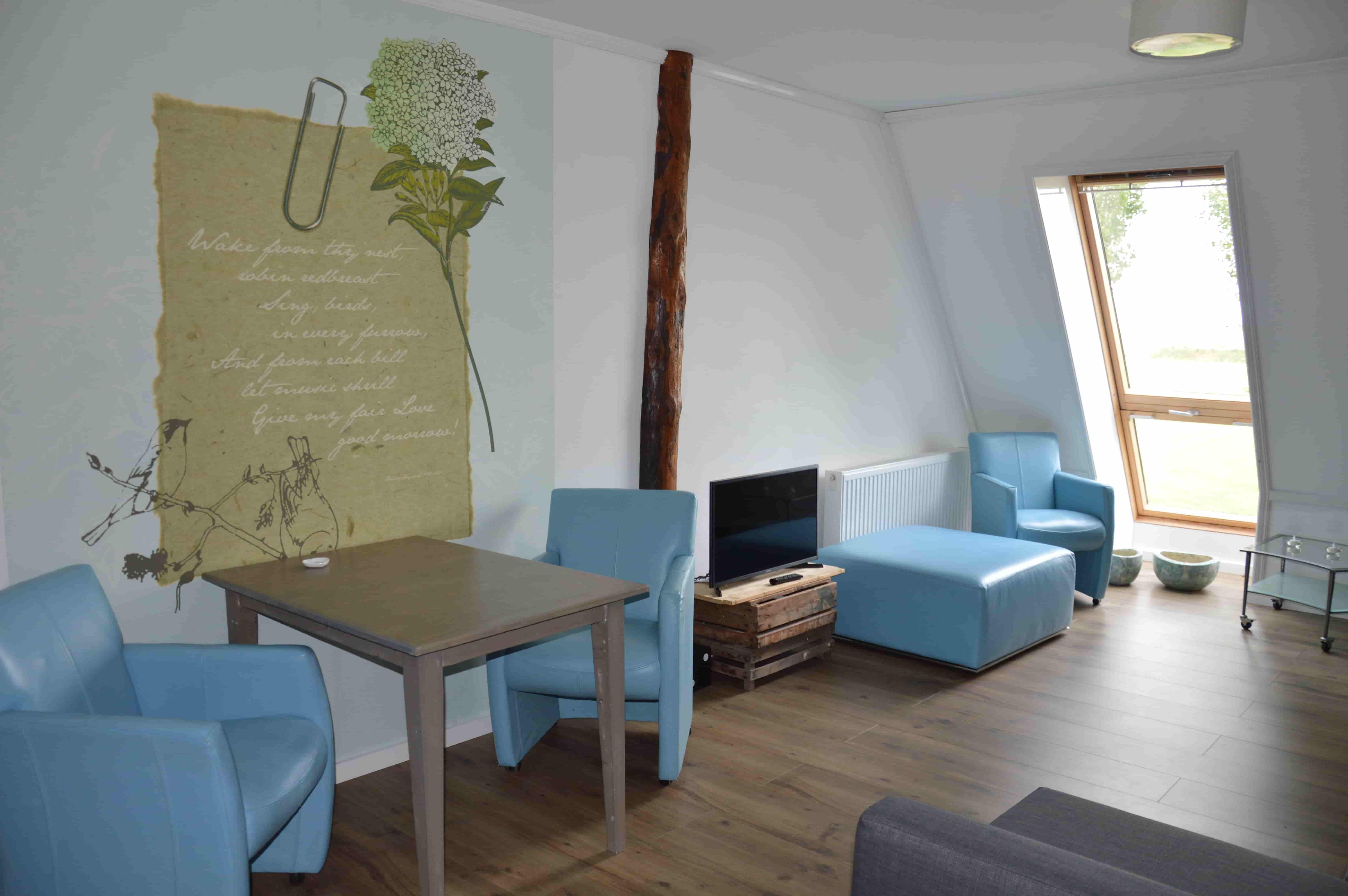 Bedstee_appartement_bed&_Breakfast_overnachten_all_inclusive_friesland_noord_nederland_woonkamer