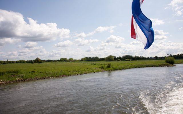 vaartocht_Vlag_varen_lyklamastate_Bed_and_breakfast_Friesland_Noord_nederland