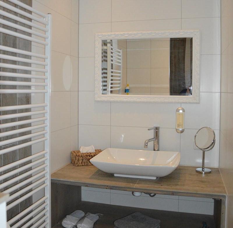badkamer-slaapkamer-overnachten-lyklamastate-bed-and-breakfast-overnachten-friesland-noord-nederland-nijemirdum